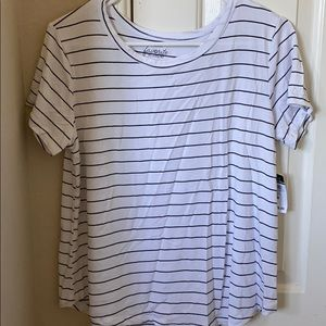 cute and comfy striped tee!